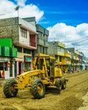Latacunga Ecuador, September, 28, 2018: Utomhus- sikt av tungt maskineri som arbetar i constructuctionen av gatorna av royaltyfria bilder