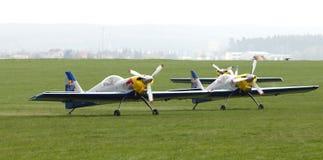 Latająca byków Aerobatics drużyna na Airshow fotografia royalty free
