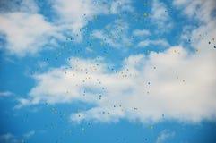 Latający błękitni i żółci baloons Obraz Royalty Free