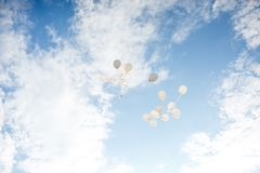 Latający baloons przy słonecznym dniem Zdjęcie Stock