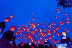 Latający Chińscy niebo lampiony Zdjęcia Stock