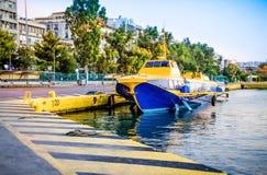 Latający delfinu typ statek dokował w porcie Piraeus w Grecja obraz stock