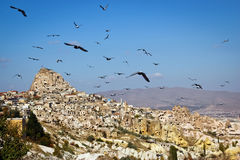Latający gołębie, stary miasto Cappadocia Turcja Zdjęcia Stock