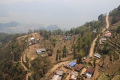Latający nad Pokahara, Nepal Ryżowi tarasy zdjęcie stock