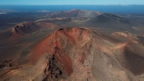 Latający nad volcanoes blisko Timanfaya parka narodowego, Lanzarote, wyspy kanaryjska zbiory