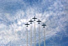 Latający pokaz i aerobatic przedstawienie Saudyjski jastrzębia pokaz zespalamy się Zdjęcia Stock