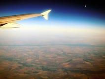 Latający skrzydło nad posianymi polami Fotografia Royalty Free