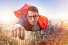 Latający super bohater nad miastem obrazy royalty free