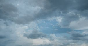 Lataj?ce cumulus chmury, pi?kny chmura czasu up?yw, wideo p?tla zbiory