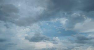 Lataj?ce cumulus chmury, pi?kny chmura czasu up?yw, wideo p?tla zbiory wideo