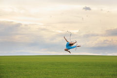 Latająca gimnastyczka Obrazy Royalty Free