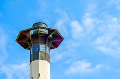 Latarni morskiej basztowy i błękitny lata niebo bezpieczny powrót shi Zdjęcie Royalty Free