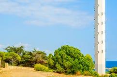 Latarni morskiej basztowy i błękitny lata niebo bezpieczny powrót shi Zdjęcia Royalty Free