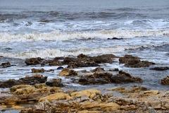 Latarni morskiej plaża na fala widzii Zdjęcie Stock