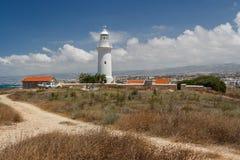 Latarni morskiej pozycja na ruinach antyczny miasto Pafos Fotografia Stock
