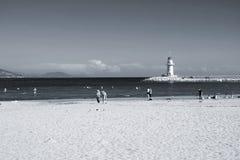 Latarnia morska dennego brzeg czarny i biały fotografia Zdjęcie Stock