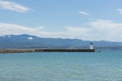 Latarnia morska i góry Zdjęcie Royalty Free