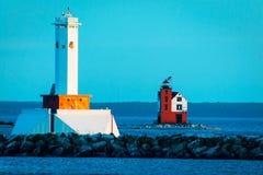 Latarnia morska Mackinac wyspa jako słońce ustawia obraz royalty free
