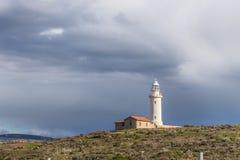 Latarnia morska na Śródziemnomorskim wybrzeżu, Paphos, Cypr Obrazy Royalty Free