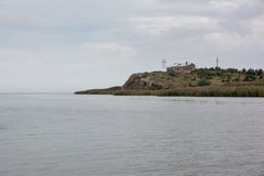 Latarnia morska na faleza wierzchołku Zdjęcie Royalty Free