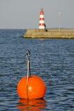 Latarnia morska na molu i czerwony boja Zdjęcie Stock