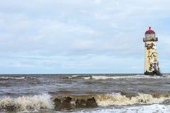 Latarnia morska na niedalekiej plaży i Talacre Wyrzucać na brzeg Zdjęcie Stock