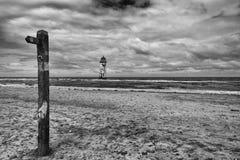 Latarnia morska na niedalekiej plaży i Talacre Wyrzucać na brzeg Obrazy Royalty Free