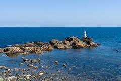 Latarnia morska na skałach Obraz Stock