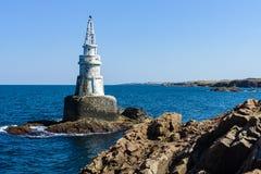 Latarnia morska na skałach Zdjęcie Royalty Free