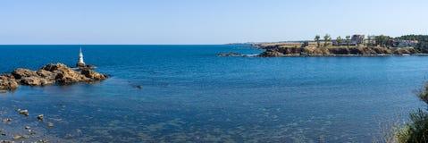 Latarnia morska na skałach Obrazy Royalty Free