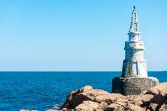 Latarnia morska na skałach Fotografia Royalty Free