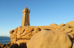 Latarnia morska przy Cote De Granit Wzrastający, Francja obraz royalty free