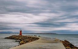Latarnia morska przy końcówką falochron zdjęcia stock