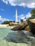 Latarnia morska przy kryształem - jasna wody plaża Obrazy Royalty Free