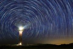 Latarnia morska przy nocą z gwiazdą wlec przy centrum obrazy stock