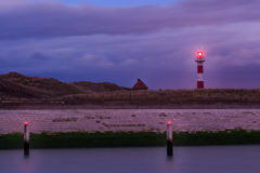 Latarnia morska przy półmrokiem Nieuwpoort, Flandryjski, Belgia obrazy stock