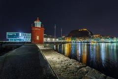 Latarnia morska przy portem w Alesund nocą Zdjęcia Royalty Free