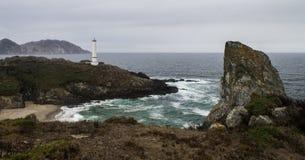 Latarnia morska przy Skalistym brzeg obraz royalty free