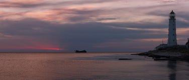 Latarnia morska przy zmierzchem. (panorama) Zdjęcie Stock