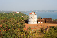 Latarnia morska w Aguada forcie, lokalizować blisko Sinquerim plaży, Goa fotografia royalty free