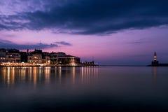 Latarnia morska w Chania, Crete przy błękitną godziną Obrazy Stock