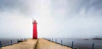 Latarnia morska w mgle Zdjęcia Royalty Free