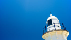 Latarnia morska w niebieskich niebach Obraz Stock