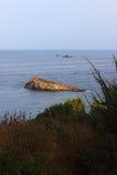 Latarnia morska w odległości Zdjęcia Royalty Free