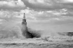 Latarnia morska w porcie Ahtopol, Czarny morze, Bułgaria, czarny i biały Zdjęcia Royalty Free