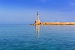 Latarnia morska w starym schronieniu Chania na Crete Zdjęcia Royalty Free