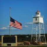 Latarnia morska z flaga amerykańską Zdjęcia Royalty Free