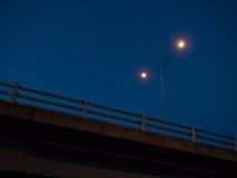 Latarnia uliczna na nocy niebieskim niebie Obraz Royalty Free