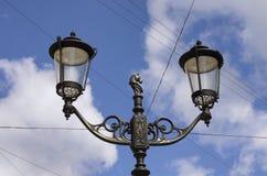 Latarnia uliczna z końską głową i dwa lampami Fotografia Royalty Free