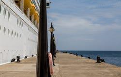 Latarnie na molu statkiem wycieczkowym Obrazy Stock